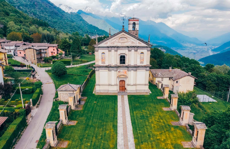 CIVO frazione RONCAGLIA - Sagrato Chiesa Prepositurale di San Giacomo